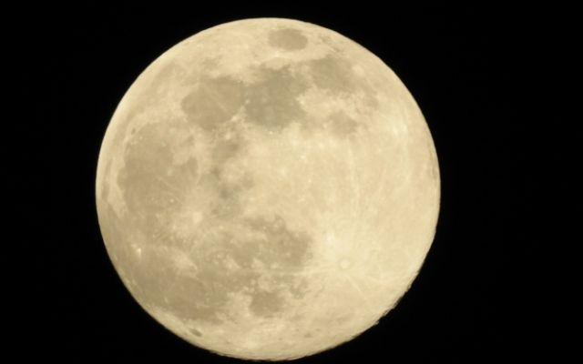 月の待ち受けは恋愛に効果あり