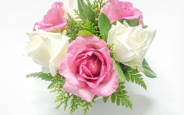 別れさせる効果があるLINE背景はピンクと白のバラ